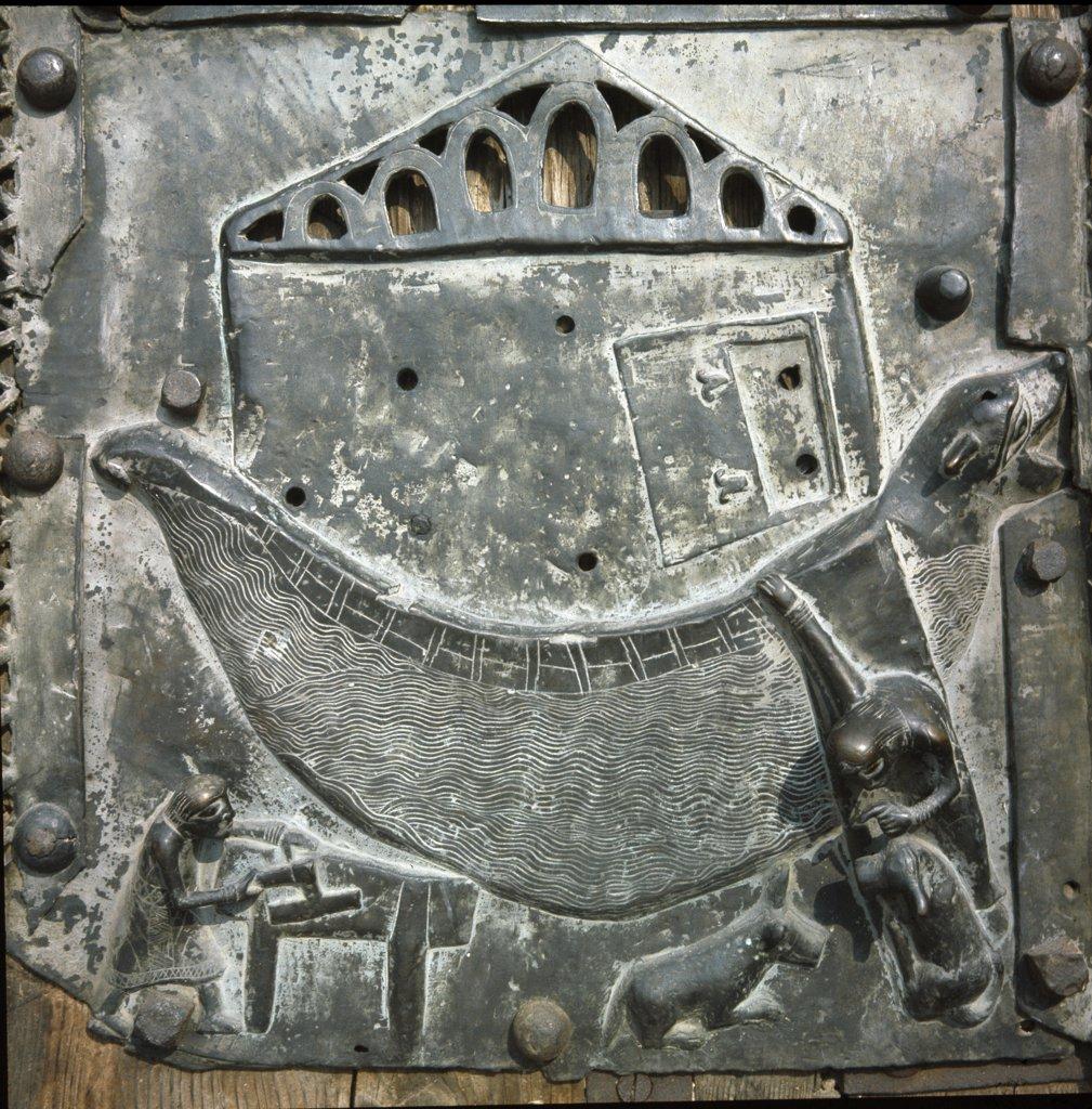 Bas-relief depicting Noah's Ark, by Niccolo (working c.1120-1150). Bronze, 12th century. Basilica di San Zeno (Doors), Verona, Italy.  : Stock Photo