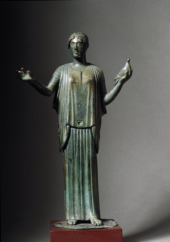 Greek Art: Woman holding a Dove. Bronze statuette from Pindos. C.460 BC. National Archaeological Museum, Athens, Greece.  : Stock Photo