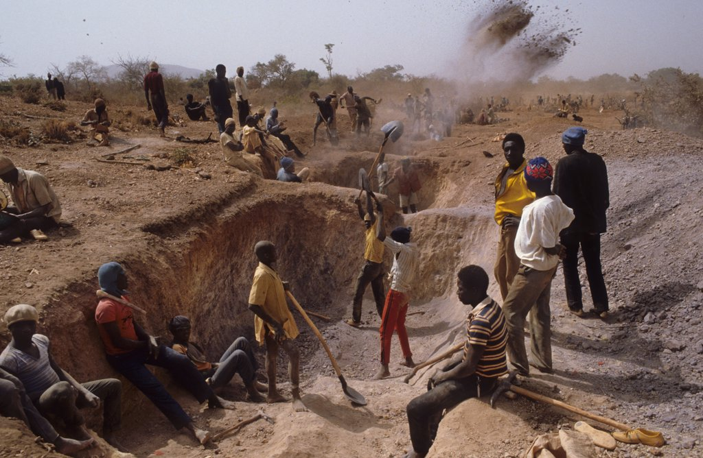 Stock Photo: 1899-44015 GOLD MINING, BURKINA FASO. Yatenga Province, Kalsaka Village. . Gold fever has gripped Burkina Faso since the metal was first discovered widely about three years ago. It is not easy money and few make more than enough for the bare survival. The ore is thin and yields its treasures only to long hours of hot labour. There are no fenced off private claims in this gold rush. The land is open to all comers. Claims are staked by force of labour only.