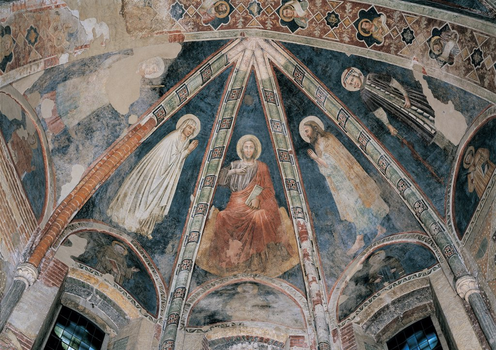 Jesus Christ with the Virgin Mary, St John the Baptist, St Firmus and St Rusticus, by Master of the Redeemer, 14th Century, fresco. Italy: Veneto: Verona: San Fermo Maggiore Church. Whole artwork. Webs of a half dome vault/concha, separated by decorated vaulting ribs. Jesus Christ sitting in Majesty/majestic attitude and holding a book in his hand, between Virgin Mary (wearing a white garment/dress) and St Firmus on the left, and St John the Baptist (wearing his hair long, a beard and a fur robe : Stock Photo