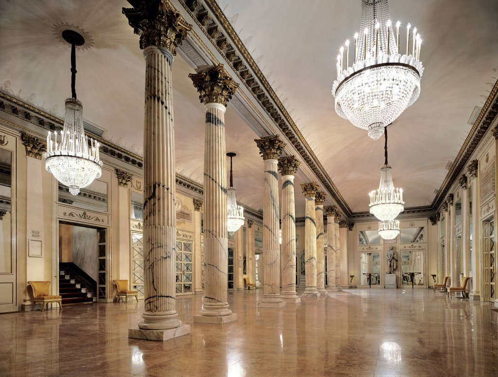 Views of the Teatro alla Scala, Milan, after its restoration in 2004, by Piermarini Giuseppe, 2004, 21st Century, . Italy: Lombardy: Milan: Teatro alla Scala. View foyer columns stairs marble floor mirrors chandelier capitals gold frame/cornice statue Giuseppe Verdi : Stock Photo