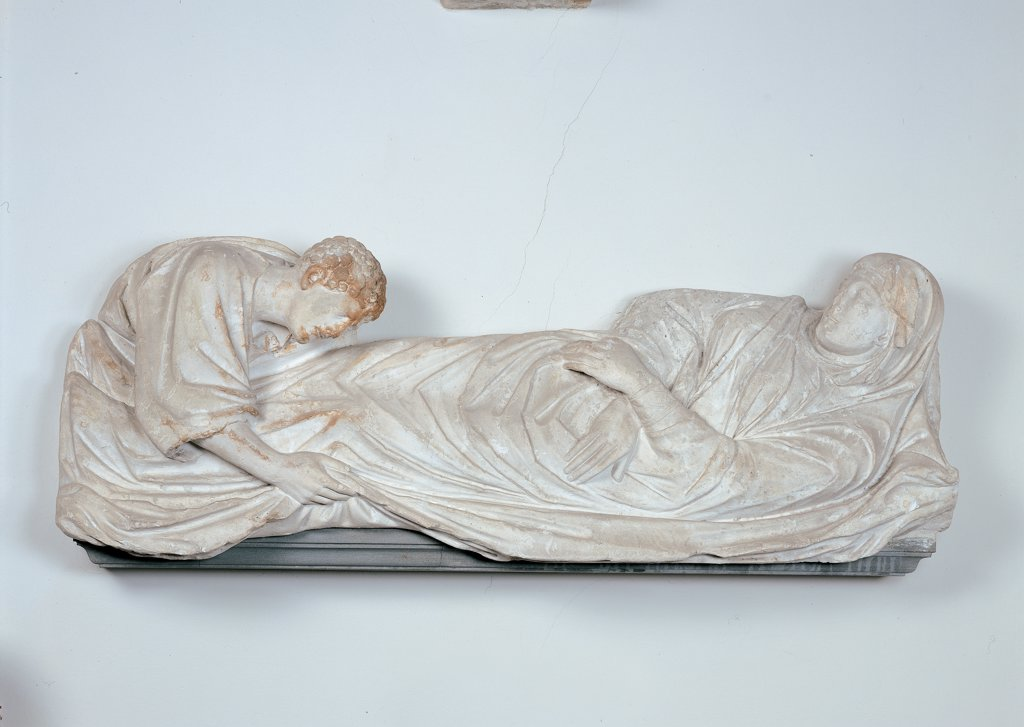 Cast of the Arnolfo di Cambio's Dormitio Virginis, by Tuscan painter, 19th Century, plaster. Italy: Tuscany: Florence: Opera di Santa Maria del Fiore Museum. Whole artwork. Virgin Mary Madonna bed death apostle John : Stock Photo