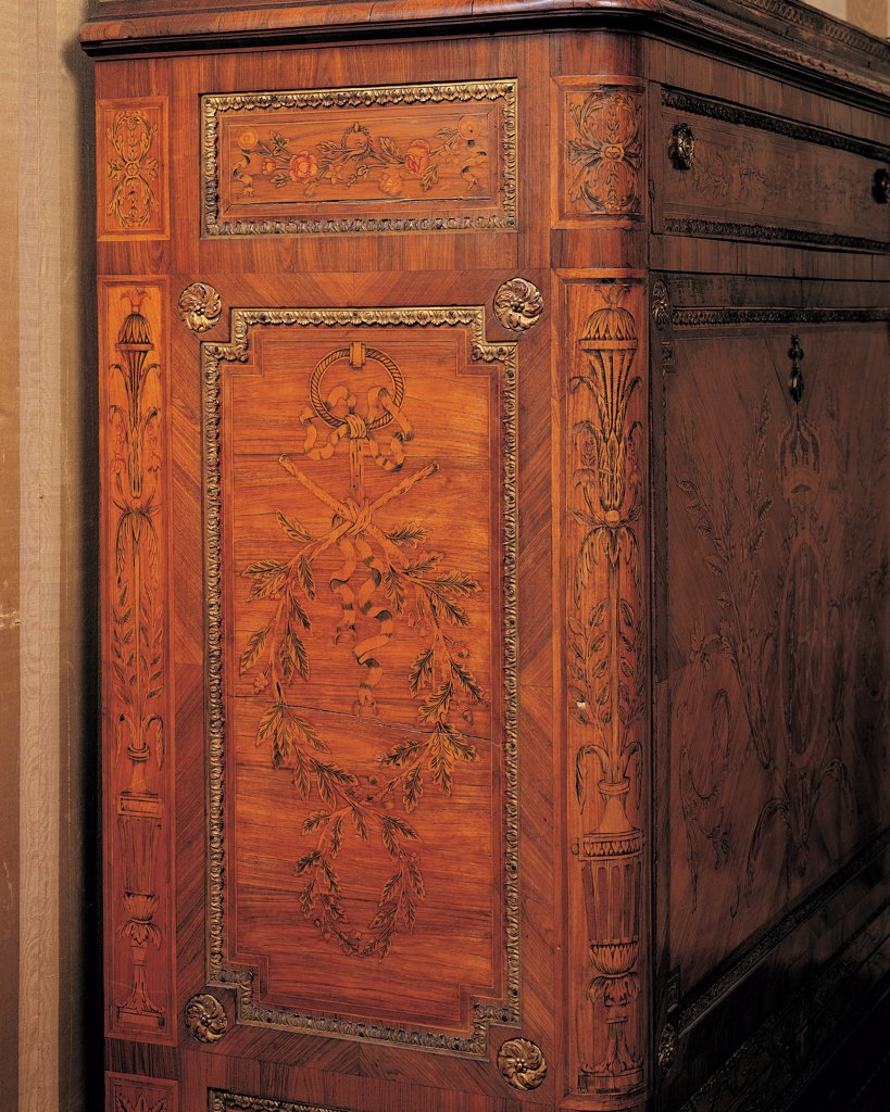 Secretaire, by Galletti Giovan Battista, 1784, 18th Century, wood carved and gilded with padding. Italy: Liguria: Genoa: Royal Palace. Detail. Foreshortened view writing desk phytomorphic patterns/motifs corner : Stock Photo