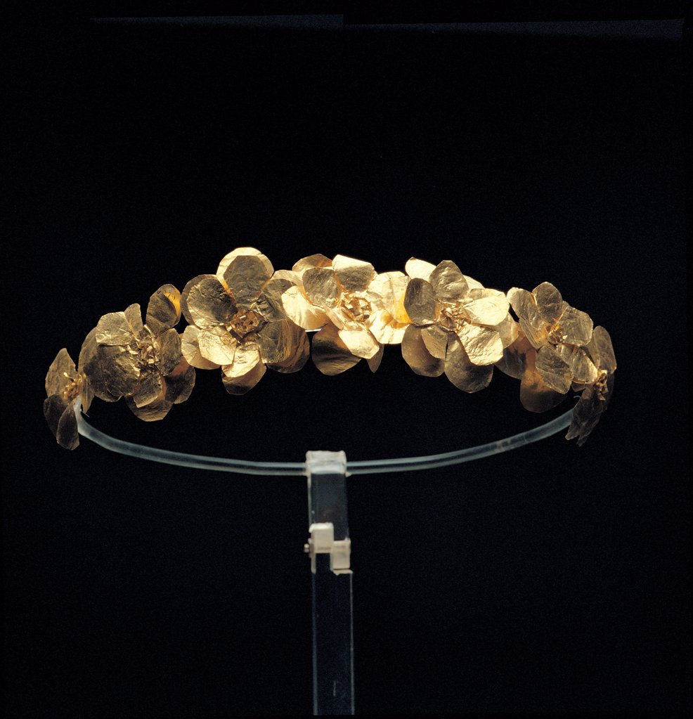 Stock Photo: 1899-45541 Golden crown formed of a garland of roses, by Unknown artist, 3rd Century, . Italy: Puglia: Taranto: Taranto: National Archaeological Museum. Whole artwork. Gold diadem crown decoration floral motifs lamina bracteate carved