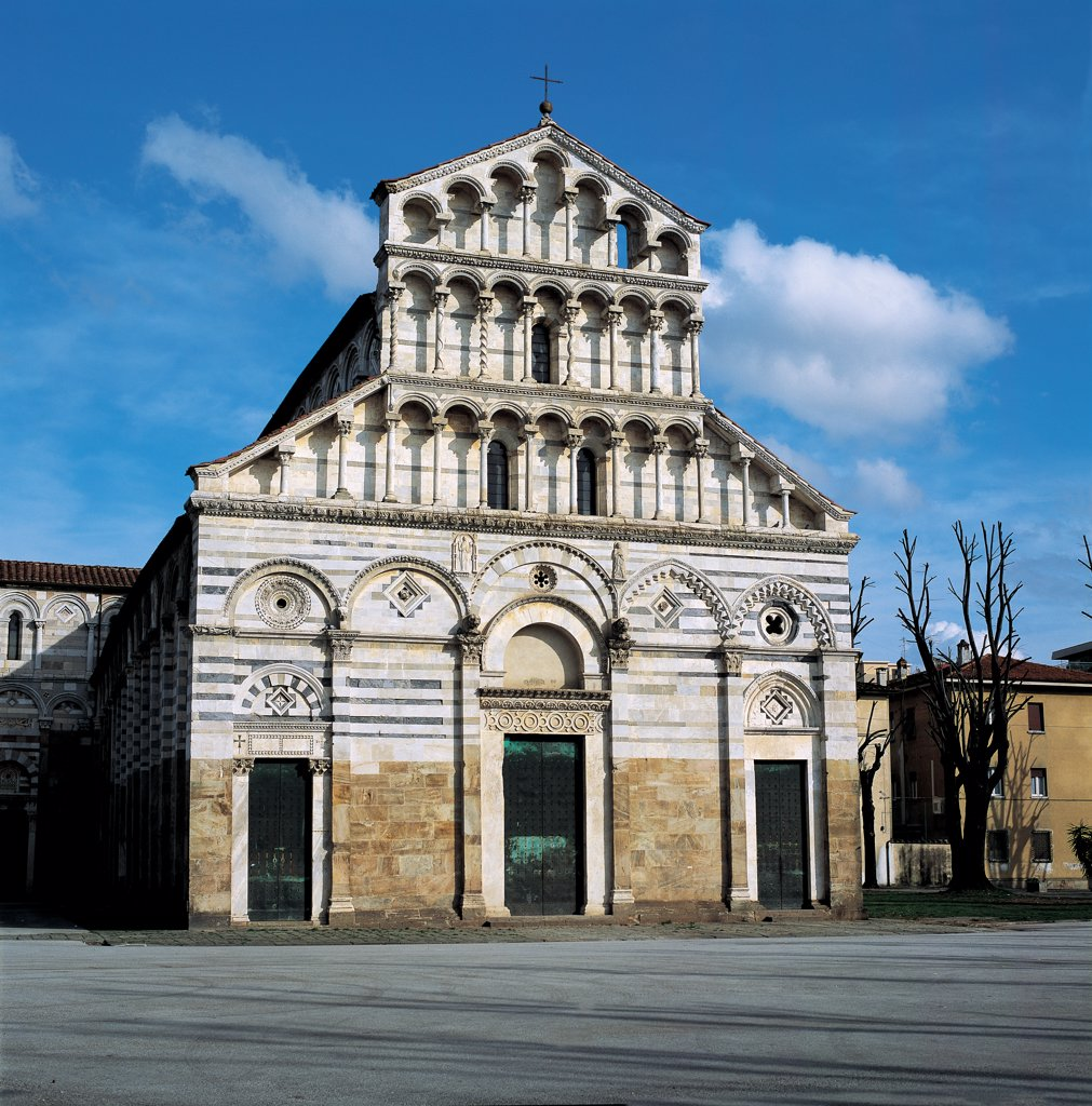 San Paolo a Ripa d'Arno, Pisa, by Unknown artist, 1050, 11th Century, white limestone, gray limestone. Italy: Tuscany: Pisa: San Paolo a Ripa d'Arno Church. Whole artwork. Exterior projecting facade Church of San Paolo a Ripa d'Arno marble facing stripes/bands two-colors white gray pilaster-strips blind arches marble inlays three tiers architecture loggias small columns carved cornices string-course doorways with architrave lunettes : Stock Photo
