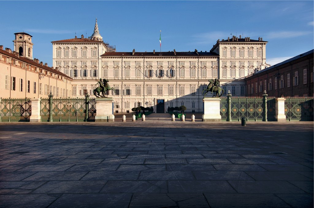Stock Photo: 1899-46513 Royal Palace of Turin, exterior view, by Carlo di Castellamonte, Amedeo di Castellamonte, 1646, 17th Century, . Italy: Piemonte: Turin: Royal Palace: piazza Castello. Whole artwork. Facade windows tympanums/gables pediments railing bronze Dioscuri twins Castor Pollux second floor bell-tower cathedral dome Holy Shroud