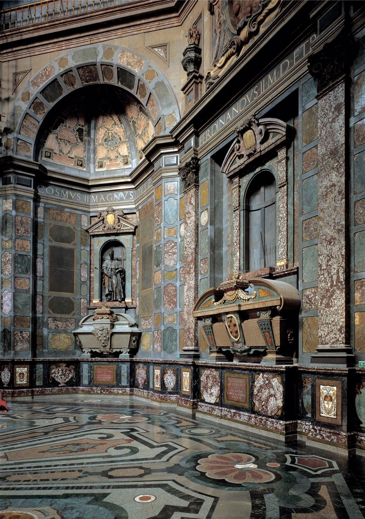 Chapel of the Princes at the San Lorenzo Church in Florence, by Nigetti Matteo, Giovanni de' Medici, 1604, 17th Century, dark marble, semi, precious stones, mother, of, pearl, lapis lazuli and coral. Italy: Tuscany: Florence: San Lorenzo Basilica: Chapel of the Princes. Interior view Chapel of the Princes San Lorenzo church Florence octagonal dome marble inlay work dramatic effect wainscot coats-of-arms of the 16 towns of the Medici family niches atrium altar sarcophaghi hidden rooms crypts : Stock Photo