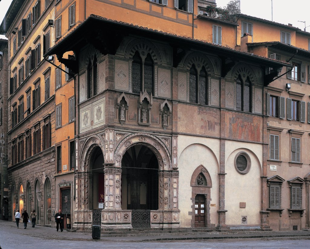 Loggia del Bigallo - Florence, by Arnoldi Alberto, 1352 - 1358, 14th Century, . Italy: Tuscany: Florence: corner between Piazza San Giovanni and Via Calzaioli. Whole artwork. Loggia del Bigallo Florence wall roof street road junction arch windows building house : Stock Photo