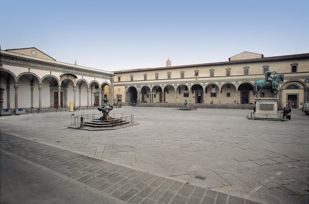 Hospital of the Innocents External, by Brunelleschi Filippo, 1419 - 1439, 15th Century, . Italy: Tuscany: Florence: Ospedale degli Innocenti. Square portico with nine bays steps/staircase square round spandrels : Stock Photo