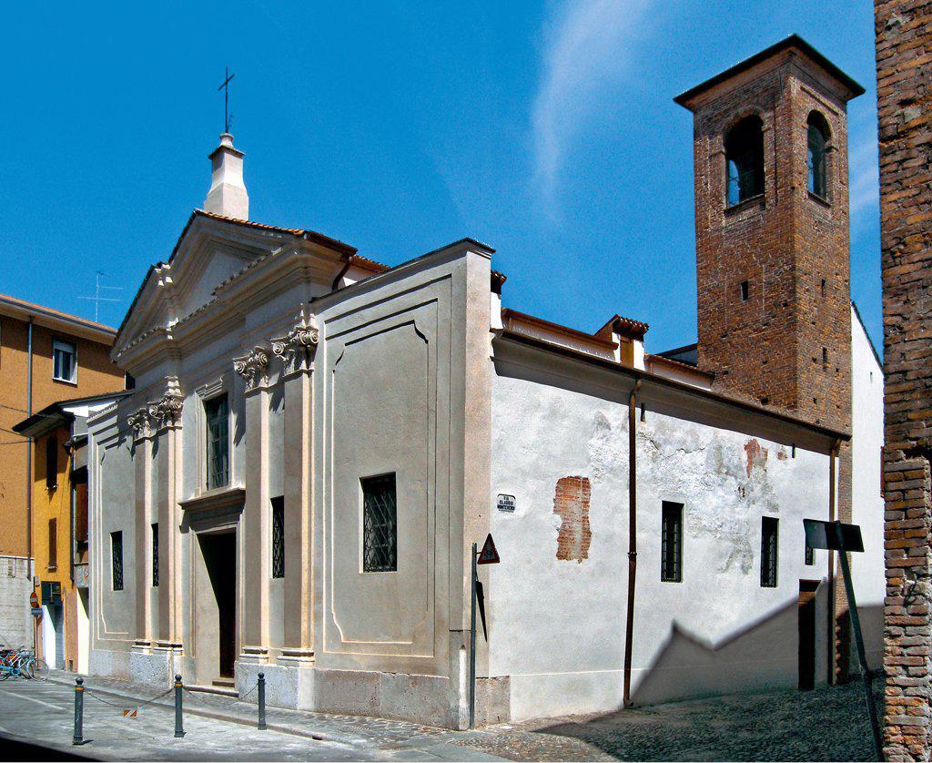 Church of Santi Simeone e Giuda, by Unknown artist, 1593, 15th Century, . Italy: Lombardy: Mantua: Santi Simeone e Giuda Church. Foreshortened view facade tympanum/gable pilaster-strips bell-tower : Stock Photo