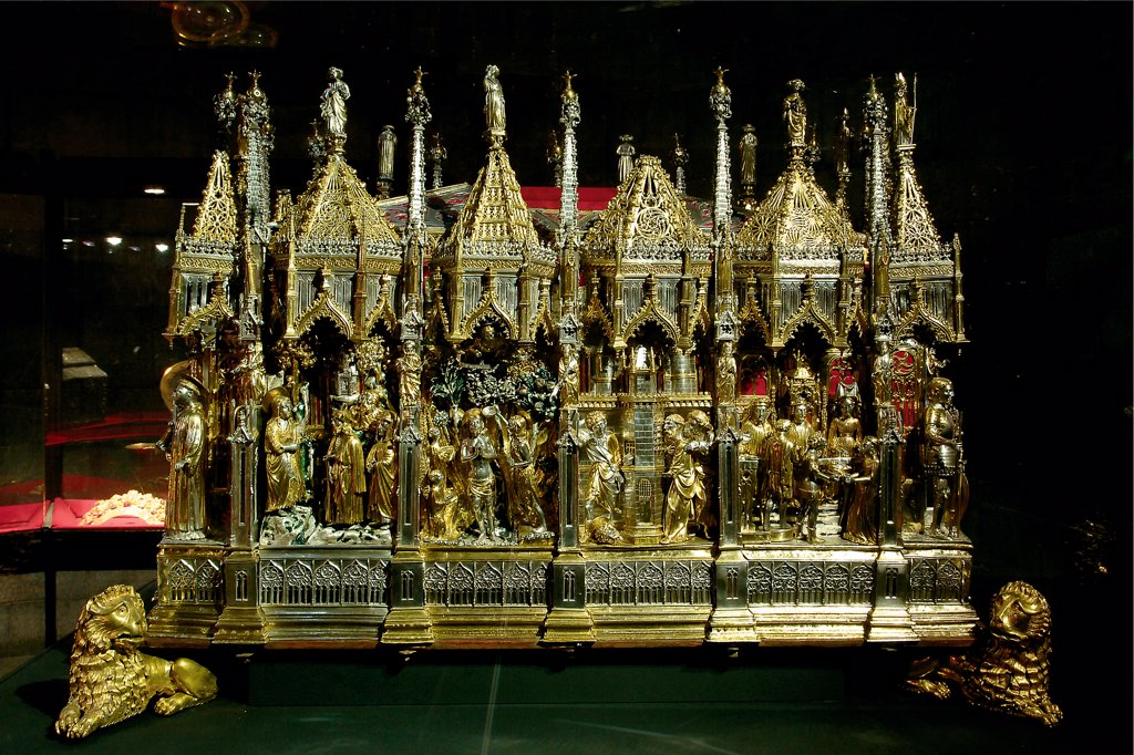 Stock Photo: 1899-47128 Processional ark, sarcophagus with the ashes of St John the Baptist, by Caldera Simone, Danieli Teramo, 1438, 15th Century, . Italy: Liguria: Genoa: San Lorenzo Cathedral. View processional ark/sarcophagus lions Gothic building episodes/events life of St John the Baptist baptism of Christ head beheading king tree fruit soldier gold silver
