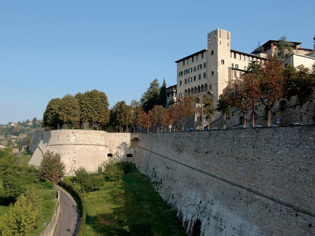 The Ring of Veneto Walls, by Unknown artist, 1561 - 1585, 16th Century, . Italy: Lombardy: Bergamo: The Ring of Veneto Walls. View Bergamo Venetian fortifications embrasures palazzo trees : Stock Photo