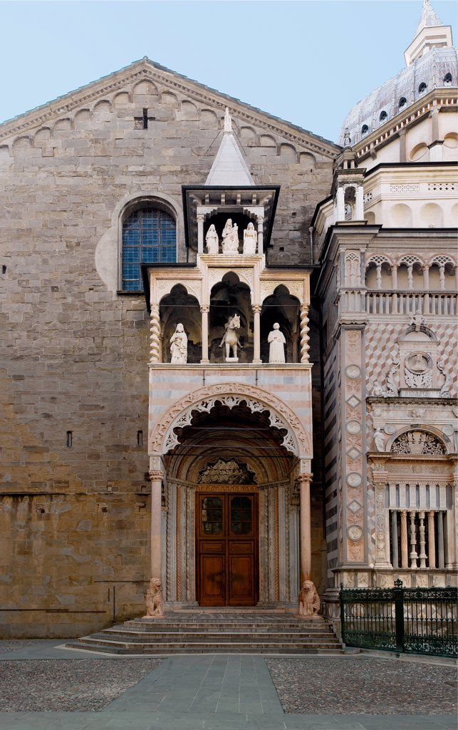 Porches of the basilica of Santa Maria Maggiore in Bergamo, by Giovanni da Campione, Maestri campionesi, 1351 - 1367, 14th Century, . Italy: Lombardy: Bergamo: Santa Maria Maggiore Basilica. Detail. Basilica of Santa Maria Maggiore Bergamo porch doorway steps/stairs polylobate/polylobed arch hole two-colors white red column lion supporting column/column-bearing frieze tracery bas-relief animals loggia trilobate/trilobed arch statues St Barnabus St Vincent equestrian statue St Alexander pyramidal : Stock Photo