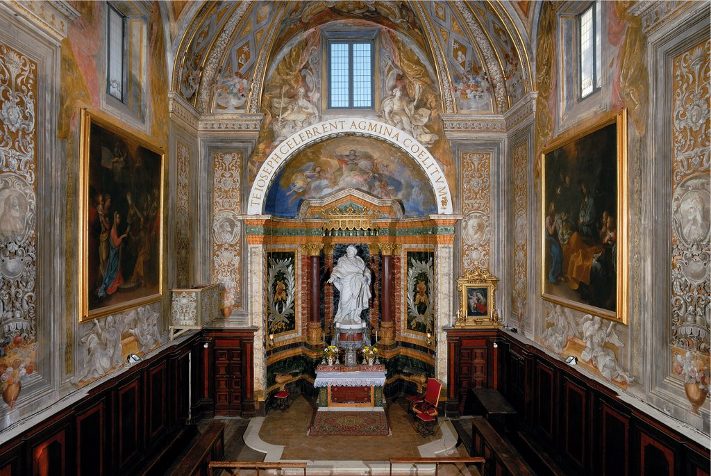 Oratory of San Giuseppe, by Unknown artist, 1503 - 1515, 16th Century, . Italy: Marche: Pesaro Urbino: Urbino: San Giuseppe Oratory. Hall Oratory of San Giuseppe altar statue St Joseph niche painted wood paneling canvases frescoes decoration candelabras windows inscription gold : Stock Photo