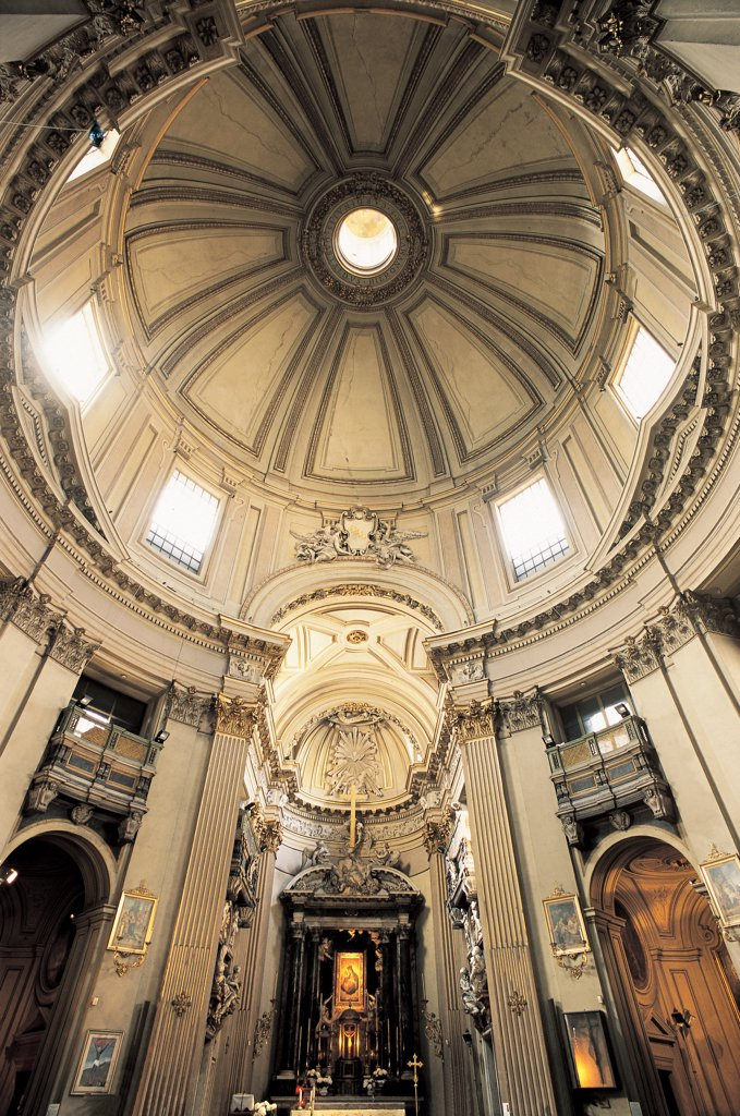 Church of Santa Maria dei Miracoli, by Rainaldi Carlo, Fontana Carlo, 1675 - 1681, 17th Century, Unknow. Italy, Lazio, Rome, Santa Maria dei Miracoli Church. Detail. Interior dome vault pillars allegorical sculptures arches coat of arms angels corbels: consoles decoration oculus white. : Stock Photo