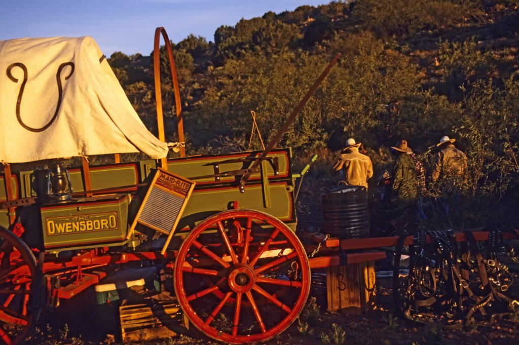 Restored Old West cowboy chuckwagon.  Chuckwagon owned by Dan Bates, Cobra Ranch, Agro Land and Cattle Company. Galiuro Mountains, Arizona, USA (October 1993). : Stock Photo