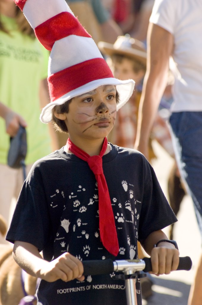 Fiesta De Santa Fe, New Mexico. A Celebration Started In 1712 To Celebrate The Peaceful Retaking Of The City From The Pueblo People In 1692. Desfile De Los Ninos, Pet Parade. Children Ofall Ages Bring Their Pets Or Become Their Pest And Parade Through Tow : Stock Photo