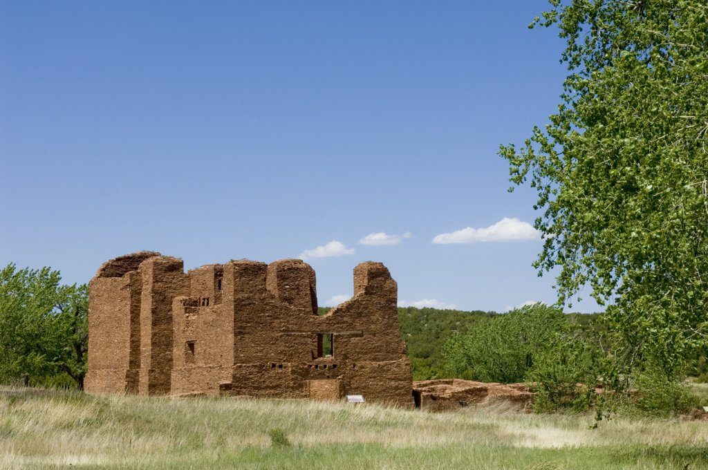 Salinas Pueblo Missions National Monument, New Mexico. Quarai Ruins. Pueblos Of The Salinas Valley Once A Thriving Pueblo Community Of Tiwa And Tompiro Speaking Peoples In The Remote Area Of Central New Mexico. Early In The 17Th Century Spanish Francisca : Stock Photo