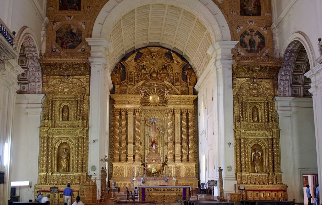 Stock Photo: 1899-54986 Church From Inside, Altar. Bom Jesus Basilica, Old Goa, India