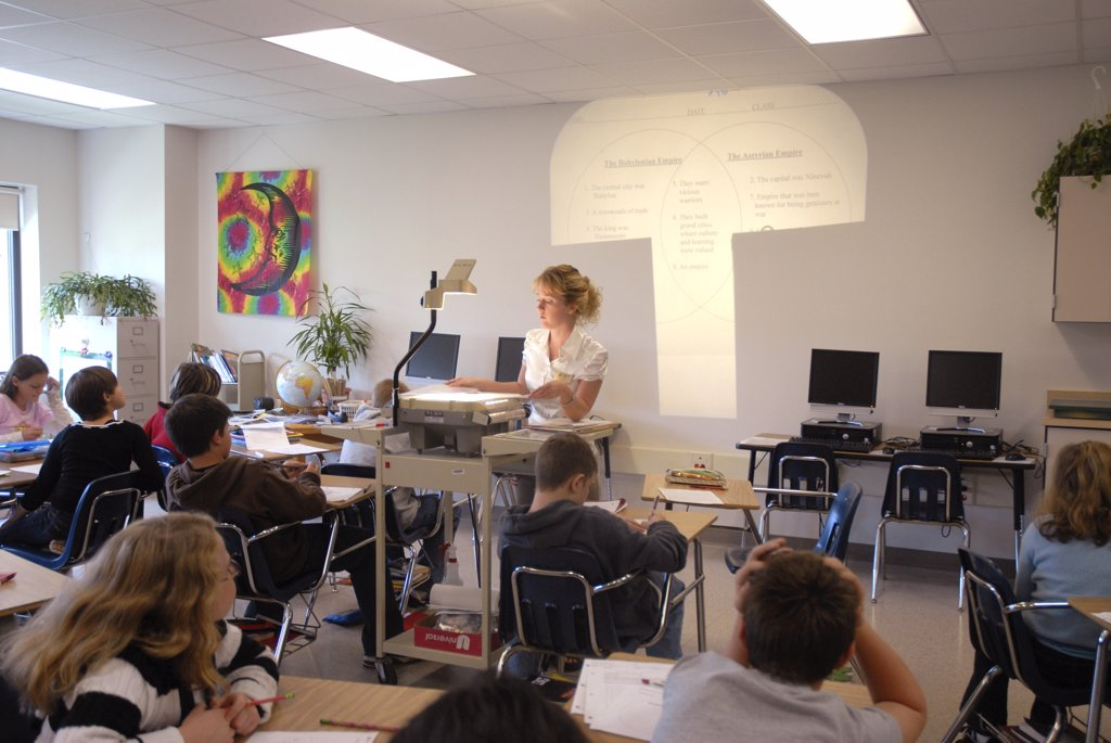Stock Photo: 1899-55973 Middle School Classroom