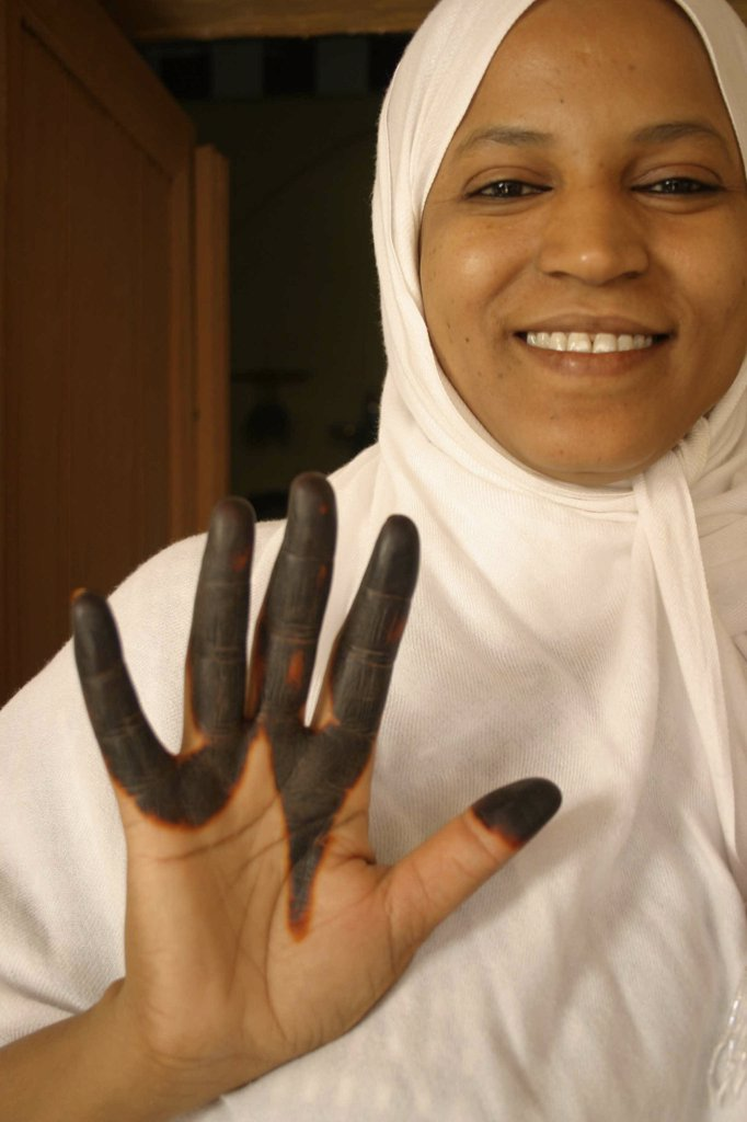 Stock Photo: 1899-57426 Tunisia, Woman With Henna In Tozeur