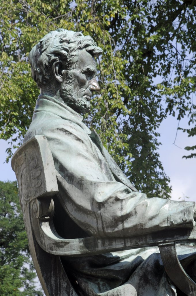 Abraham Lincoln Statue On University Of Wisconsin Campus, Madison, Wisconsin : Stock Photo