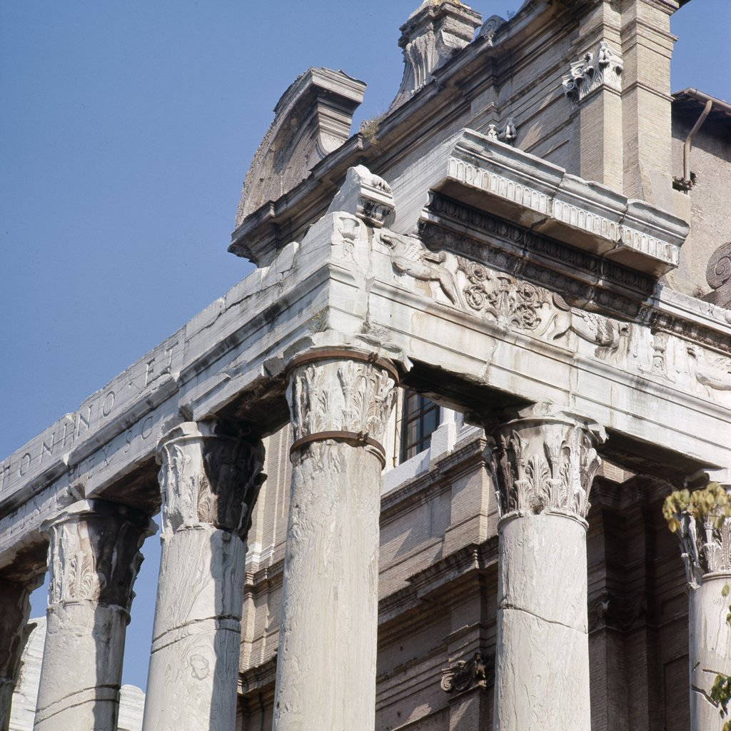 The Roman Forum, Temple of Antoninus and Faustina. Anna Galeria Faustina the Elder was married to emperor Antoninus Pius, who ruled from AD 138-161. Italy. Roman. : Stock Photo