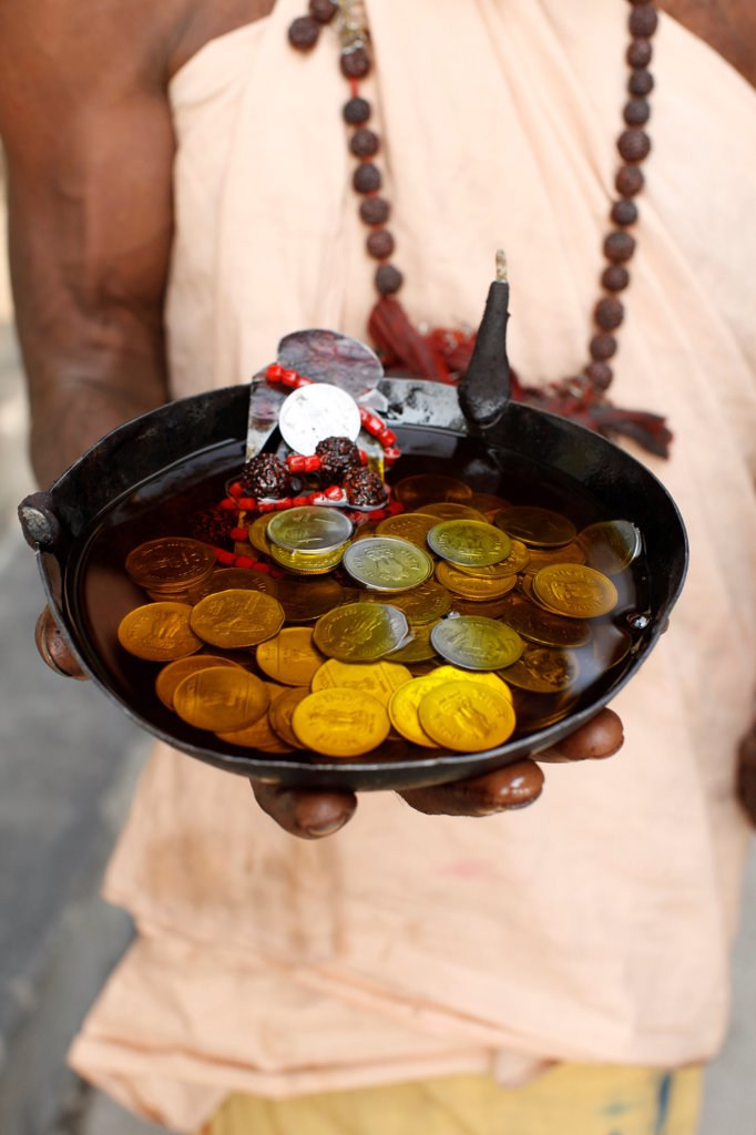 Stock Photo: 1899-68868 Sadhu's alms
