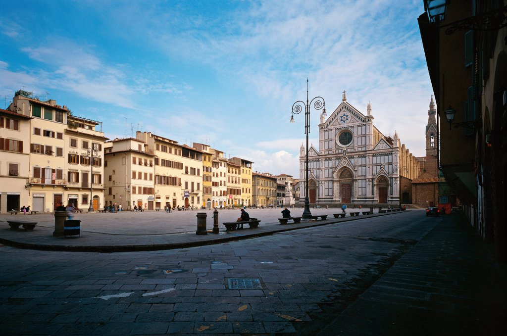Italy, Tuscany, Florence, Piazza Santa Croce. Whole artework view. View of Santo Croce Square. In the background the neo-Gothic facade of the Basilica of the Holy Cross. : Stock Photo
