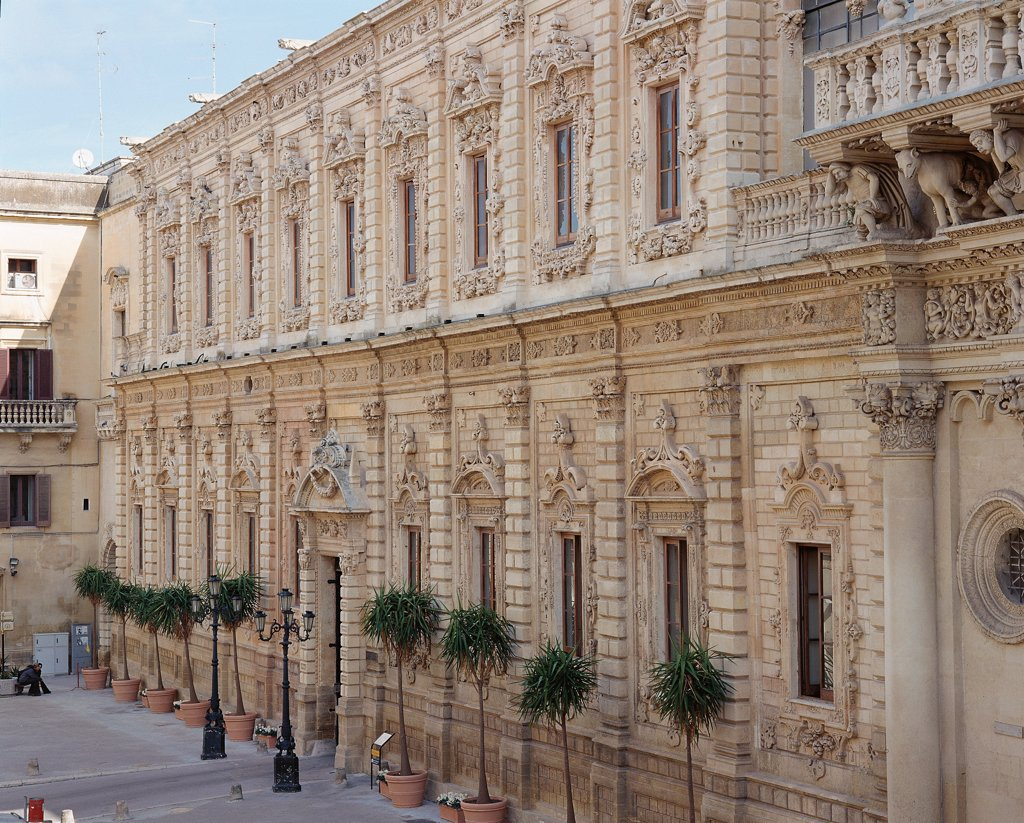 Italy, Puglia, Lecce. Detail. View of the facade of the monastery, decorated with pilasters, smooth rustication, decorated windows and string course. : Stock Photo