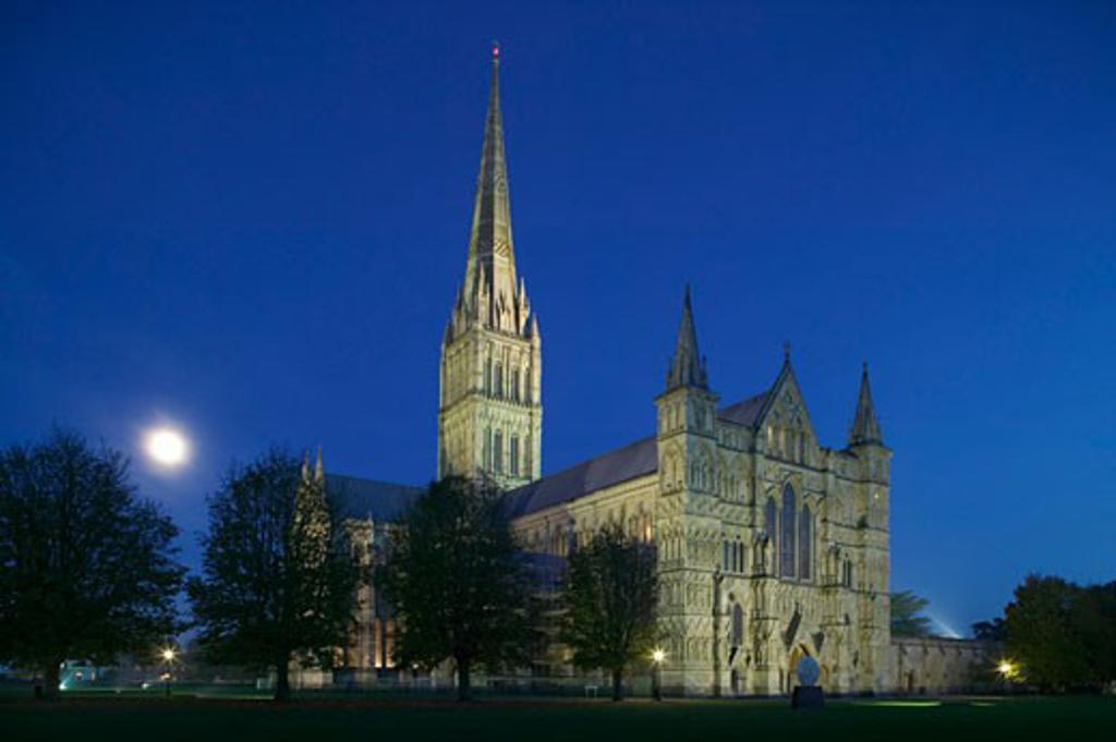Salisbury cathedral Salisbury Wiltshire England : Stock Photo