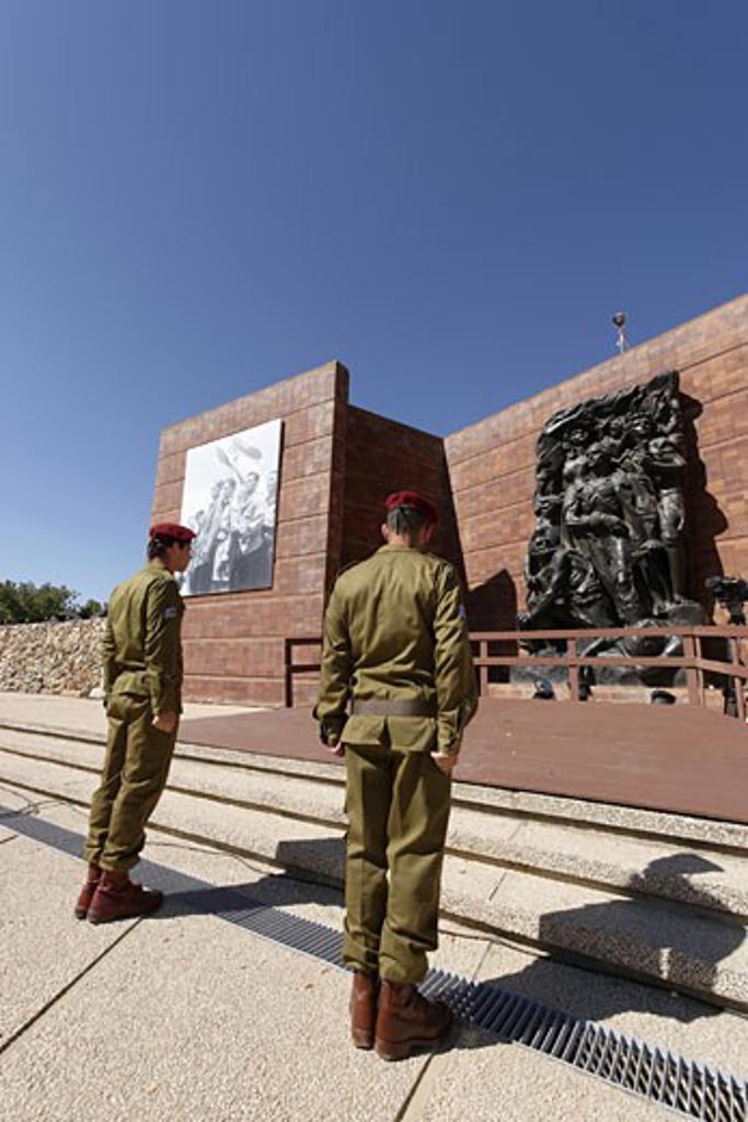 Stock Photo: 1904-1509 Holocaust Memorial Day at Yad Vashem Jerusalem