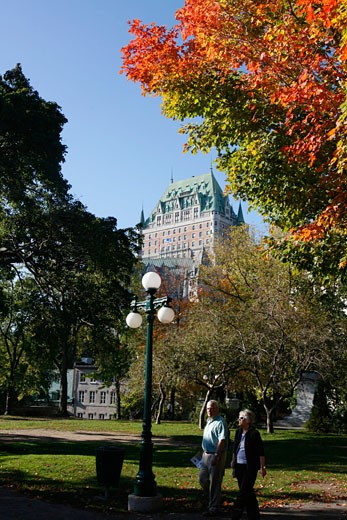 Stock Photo: 1907-1787 The Chateau Frontenac seen from the walls
