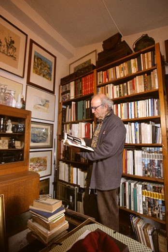 Anselmo  in front of his libray  is the living memry of the region : Stock Photo