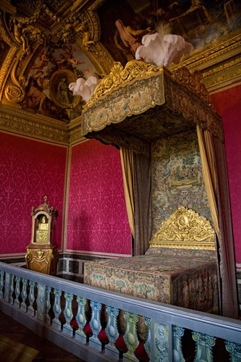 Stock Photo: 1909-1127 Canopy bed in the bedroom of Queen Marie Antoinette at Chateau de Versailles Palace near Paris France Europe EU
