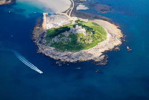 St Michaels Michaels Mount from the air with speed boat in the sea aerial view Cornwall England UK United Kingdom Great Britain GB British Isles Europe EU : Stock Photo