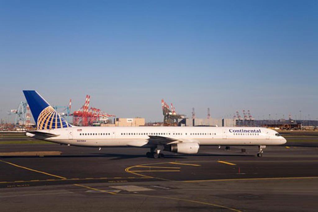Continental Airways aeroplane airplane jet aircraft Newark Liberty International Airport New Jersey  USA United States of America : Stock Photo
