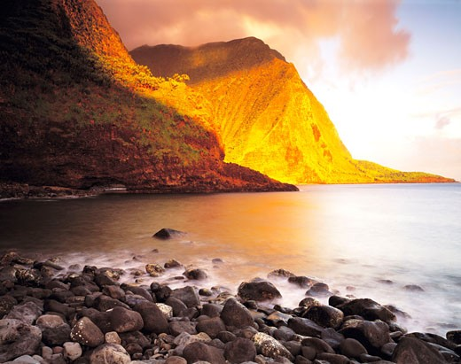 Worlds Highest Sea Cliffs  Wailau Valley  Island of Molokai  Hawaii : Stock Photo