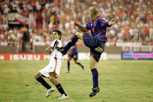 Clearance by Manolo Taken at Sanchez Pizjuan stadium Seville  Spain on 29 August 2006 during the Spanish Liga game between Sevilla FC and Levante UD The final score was 4 0 for Sevilla  the home team : Stock Photo