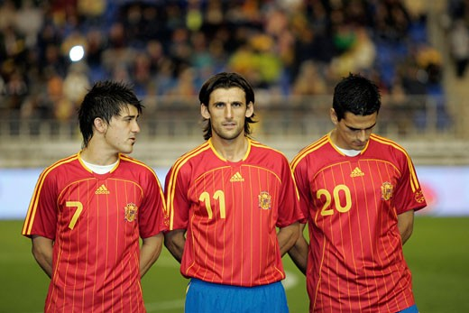 Stock Photo: 1925-1379 Villa  Angulo and Juanito forming before the match Taken at Ramon de Carranza stadium Cadiz  Spain  during the friendly match between the national teams of Spain and Romania that took place on 15 November 2006 The final score was Spain 0 Romania  1