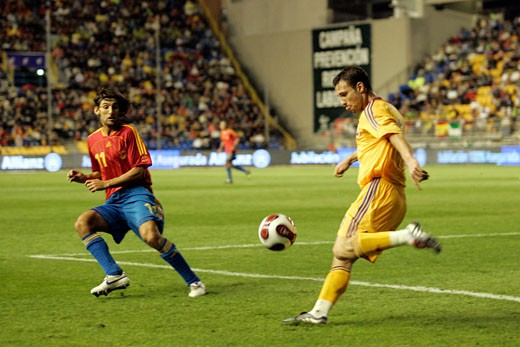 Clearance by Razvan Rat Taken at Ramon de Carranza stadium Cadiz  Spain  during the friendly match between the national teams of Spain and Romania that took place on 15 November 2006 The final score was Spain 0 Romania  1 : Stock Photo