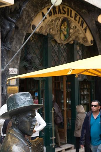Statue of Fernando Pessoa  Cafe A Brasileira  Chiado  Lisbon : Stock Photo