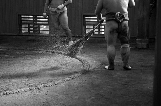 Stock Photo: 1938-3581 Japan, Tokyo, Ryogoku, Preparations before training at Sumo stable
