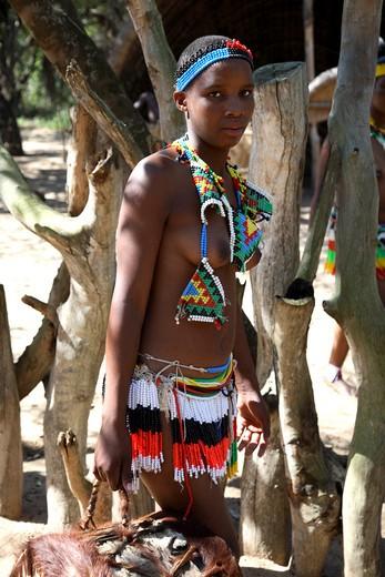 Portrait of a Zulu teenage girl, Thanda Zulu Cultural Village, Hluhluwe, KwaZulu-Natal, South Africa : Stock Photo
