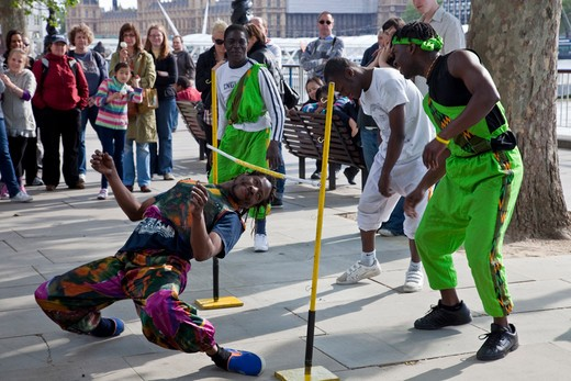 Street Entertainers, South Bank, London, England : Stock Photo