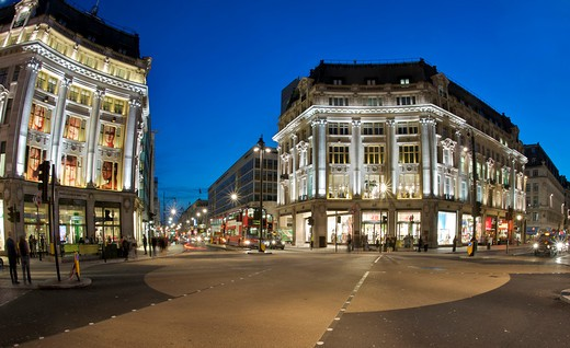 Night-time View Across The Oxford Circus Intersection Of Oxford And Regent Steets In London : Stock Photo