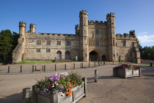 Battle Abbey, built on site of the Battle of Hastings in 1066. : Stock Photo