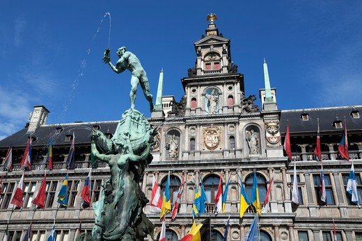 Brabo Fountain in front of the Town Hall in the Grote Markt. : Stock Photo