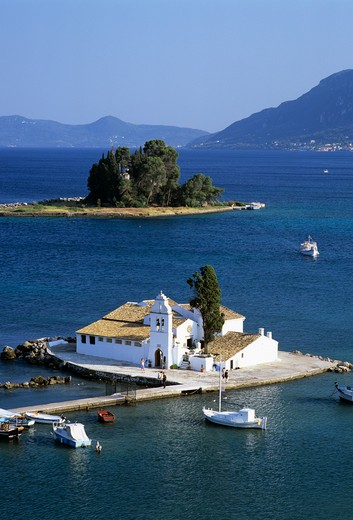 View over the islands of Vlacherna and Pontikonisi with the Convent of the Virgin Mary. : Stock Photo