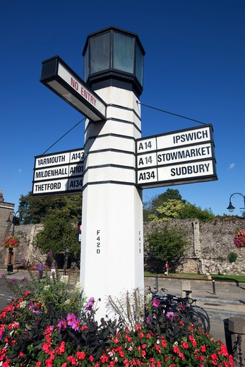 England - Suffolk - Bury St Edmunds - Road sign on Angel Hill. : Stock Photo